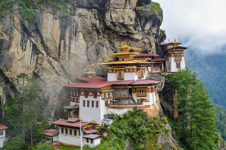 Ilustrasi The Tiger's Nest Temple di Bhutan