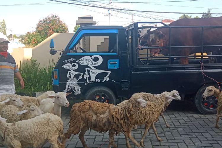 Pasar hewan di Jember kembali dibuka oleh Pemkab Jember setelah didesak oleh para pedagang