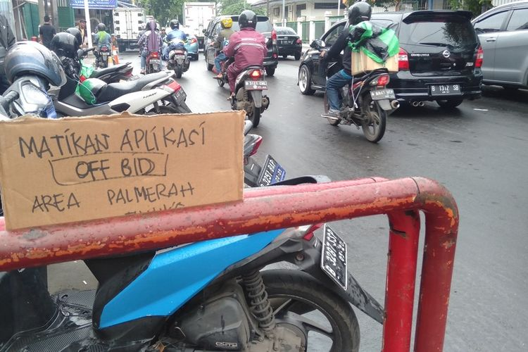sweeping ojol di stasiun Pal Merah Jakarta Barat, Jumat (28/2/2020)