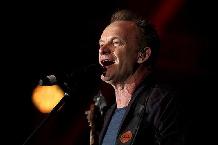 Penyanyi Sting tampil pada hari kedua Java Jazz Festival 2016 di JI Expo Kemayoran, Jakarta, Sabtu (5/3/2016). Festival musik yang berlangsung selama tiga hari ini dimeriahkan 40 grup musisi mancanegara dan 64 grup musisi tanah air.