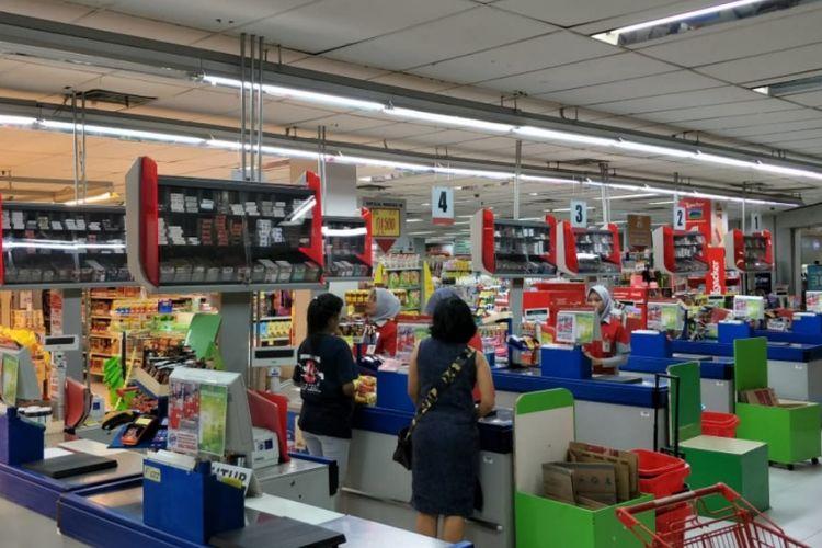 Salah satu ritel di Kota Bekasi yakni, Superindo yang sudah terapkan biaya tambahan untuk kantong plastik kepada konsumen, Jumat (1/3/2019).