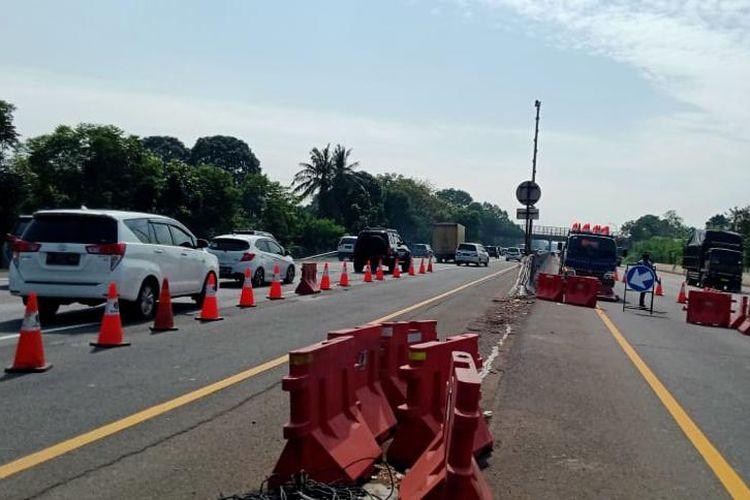 Pantauan arus lalu lintas di Tol Jakarta-Cikampek (Japek), Rabu (28/10/2020).