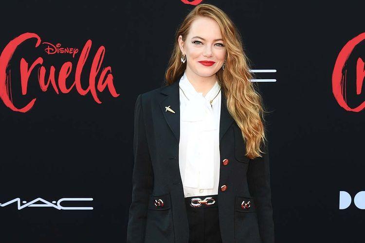 Aktris Emma Stone dalam gala premiere film Cruella.