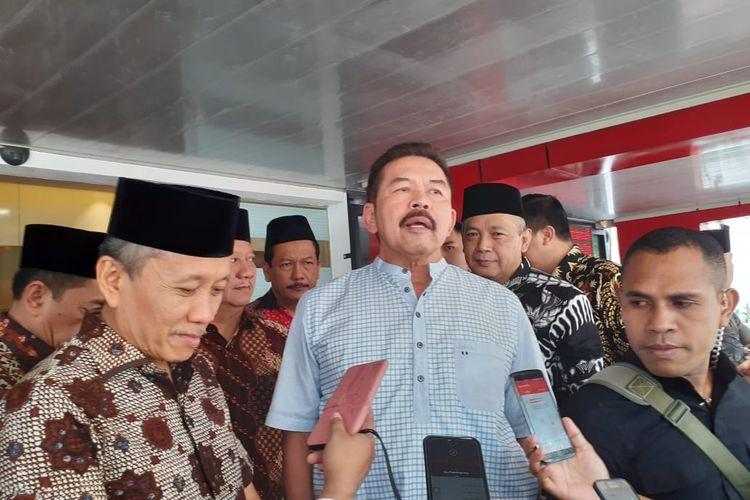 Jaksa Agung Sanitiar (ST) Burhanuddin dan Jaksa Agung Muda Tindak Pidana Khusus Ali Mukartono (kiri) di Kompleks Kejagung, Jakarta Selatan, Jumat (6/3/2020).