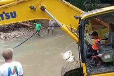 Aksi Theo, Bocah 5 Tahun, Operasikan Eskavator Keruk Sungai Pascabanjir Ambon
