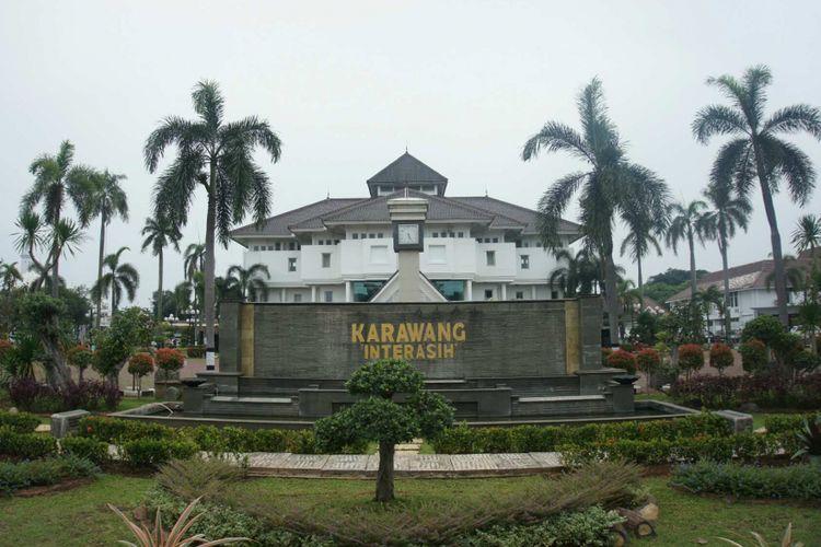Pemerintah Kabupaten Karawang menganggarkan Rp 12 miliar untuk 10.000 guru mengaji sebagai bentuk apresiasi terhadap jasa mereka.