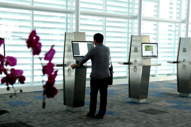 Internet corner di terminal baru Bandara Ahmad Yani Semarang, Kamis (07/6/2018).