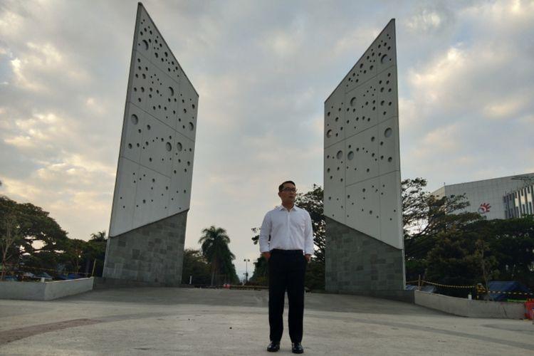 Gubernur Jawa Barat Ridwan Kamil saat meninjau menara Gasibu yang diusulkan sebagai monumen perjuangan Covid-19 di Jalan Surapati, Kota Bandung, Jumat (19/9/2021).