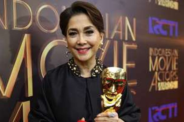Widyawati mendapat anugerah Lifetime Achievement saat acara Indonesia Movie Actors Awards (IMA) 2016 di Studio 14 RCTI, Jakarta, Senin (30/5/2016). Malam puncak IMA Awards 2016 merupakan malam penganugerahan karya perfilman Indonesia dan penghargaan bergengsi bagi para sineas Tanah Air.