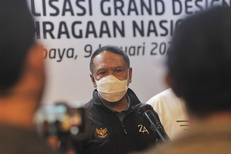 Menteri Pemuda dan Olahraga (Menpora) Republik Indonesia, Zainuddin Amali saat membuka gelaran Focus Group Discussion (FGD) Finalisasi Grand Design Keolahragaan Nasional di Hotel JW Marriot, Surabaya, Sabtu (09/01/2020) malam.