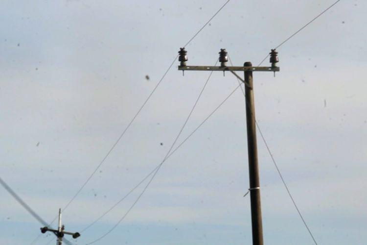 Kabel listrik di Mamuju Tengah, Sulawesi Barat, yang putus setelah guncangan gempa pada Rabu (28/10/2020).