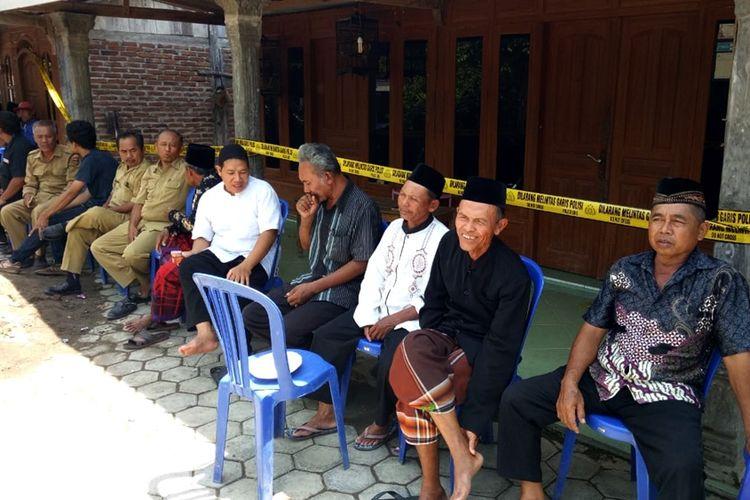 Rumah Susanti warga Dusun Jatisari Desa Karangbanyu Kecamatan Widodaren Kabupaten Ngawi Jawa Timur. Korban dibunuh saat terlelap tidur bersama kedua anaknya di ruang tamu rumahnya.