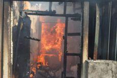 Diduga Korsleting Listrik, Gudang Minyak dan Tepung di Palmerah Terbakar