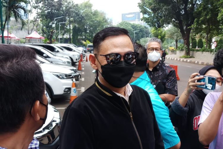 Lucky Alamsyah usai menjalani pemeriksaan di Polda Metro Jaya, Jakarta, Kamis (17/6/2021).