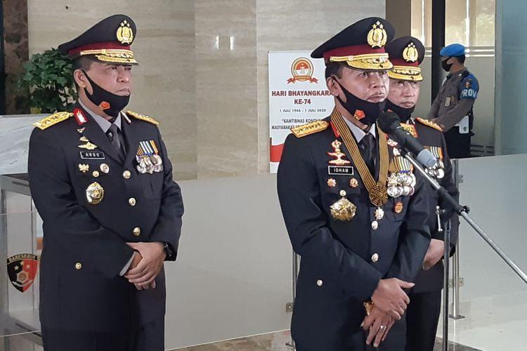 Kapolri Jenderal (Pol) Idham Azis (tengah) di Gedung Bareskrim Polri, Jakarta Selatan, Rabu (1/7/2020).