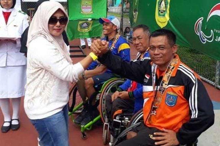 Mantan anggota Pasukan Pengamanan Presiden (Paspampres) sekaligus atlet tenis paralimpik internasional Puji Sumartono saat memenangkan empat medali emas dalam Pekan Paralimpik Daerah (Peparda) Jawa Barat (Jabar) 2018.