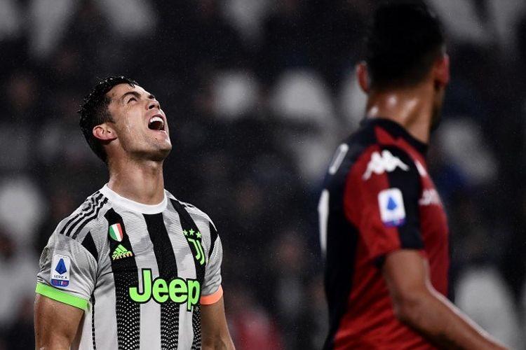 Cristiano Ronaldo tampak kecewa seusai gagal memanfaatkan peluang pada pertandingan Juventus vs Genoa dalam lanjutan Serie A Liga Italia di Stadion Allianz, 30 Oktober 2019.