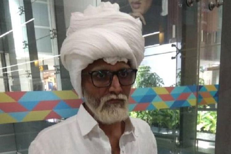 Pria India ini menyamar sebagai orang tua dan menggunakan paspor palsu untuk naik pesawat dari New Delhi, India menuju New York, Amerika Serikat.