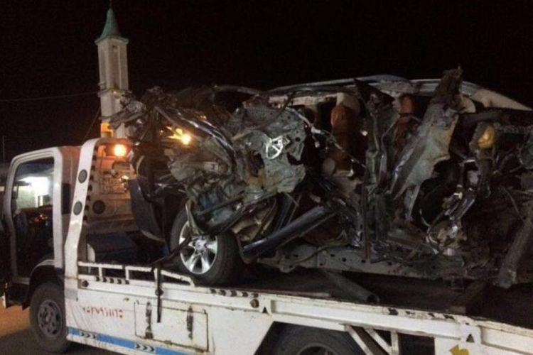 Kondisi mobil yang hancur setelah terlibat kecelakaan di jalan Sawarma, kota Jazan, Arab Saudi.