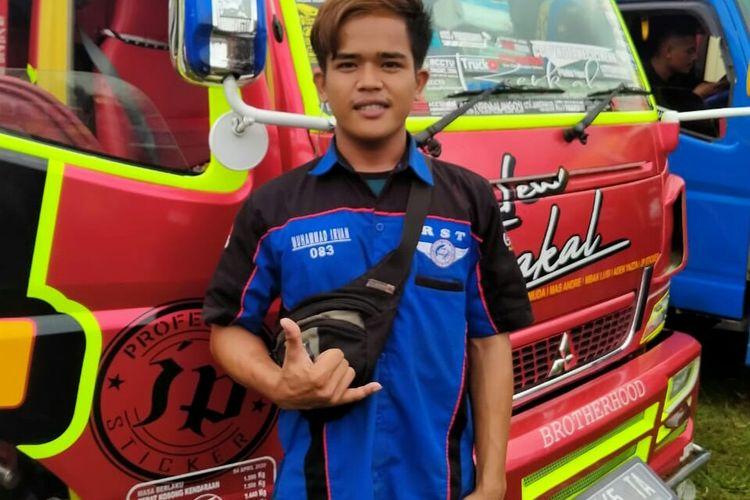 M Irfan Kurniawan (22) sopir truk yang membantu pulang warga Lampung yang di PHK karena pandemi virus corona. (FOTO: Dokumentasi pribadi)