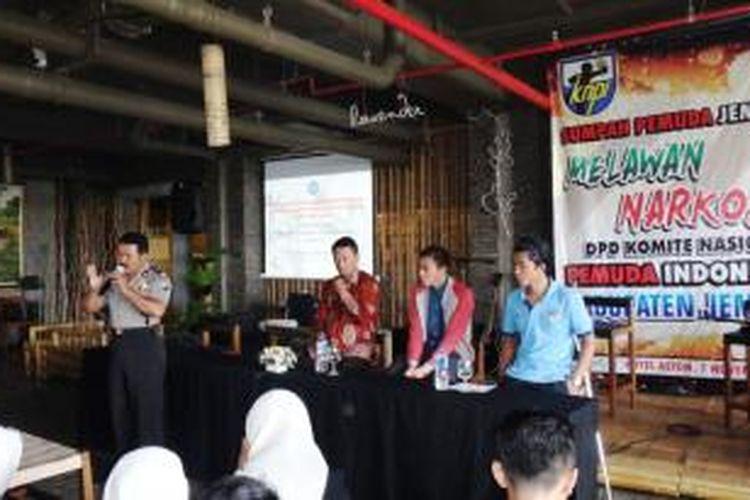 Dua pemain timnas U19, Paulo Oktavianus Sitanggang, dan Sabeq Fahmi Fachrezy, saat menjadi narasumber seminar bertajuk