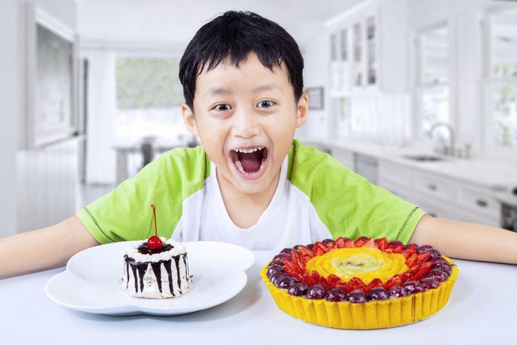 Ilustrasi anak makan kue cokelat
