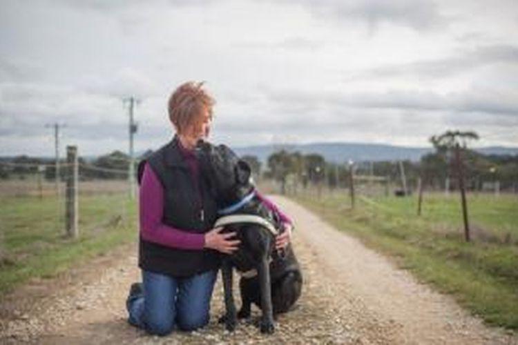 Faye Pattinson dan anjing pemandunya, Stony.