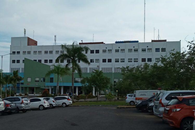 Gedung layanan medis utama RSUD Ir Soekarno Kepulauan Bangka Belitung.