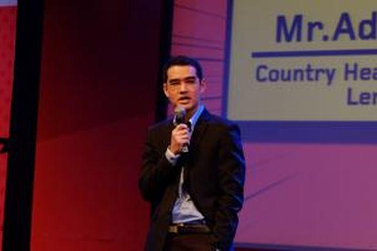 Country Head Smartphone Division Lenovo Indonesia Adrie R. Suhadi saat peluncuran ponsel Lenovo P70