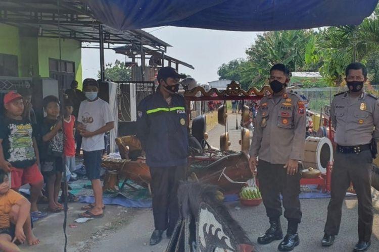 Karena memicu kerumunan di masa Pandemi Covid-19, aparat dari Kepolisian Sektor Mojowarno, Kabupaten Jombang, Jawa Timur, membubarkan pertunjukan kesenian kuda lumping, Jumat (21/5/2021).