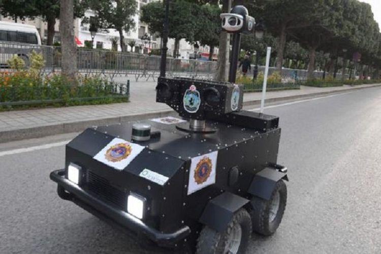 Inilah PGuard. Robot polisi yang diterjunkan pemerintah Tunisia untuk menyukseskan lockdown virus corona.