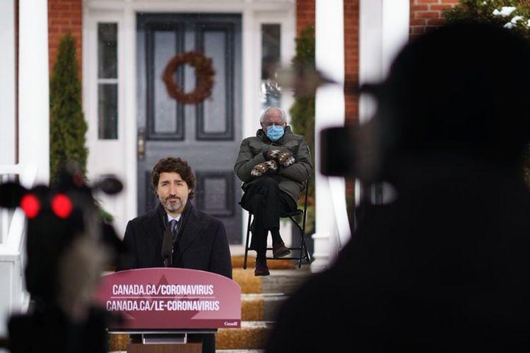 Unggahan Perdana Menteri Kanada, Justin Trudeau di Twitter menggunakan meme Bernie Sanders untuk perinhatkan warga untuk tetap tinggal di rumah. [@JustinTrudeau/Twitter]