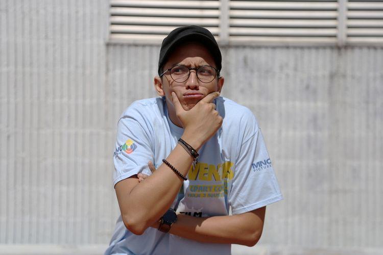 Artis peran Ge Pamungkas berpose saat mengunjungi kantor redaksi Kompas.com di Gedung Kompas Gramedia, Jakarta, Jumat (16/6/2017). Dalam kunjungan tersebut, ia mempromosikan film komedi terbarunya yang berjudul Mars Met Venus.