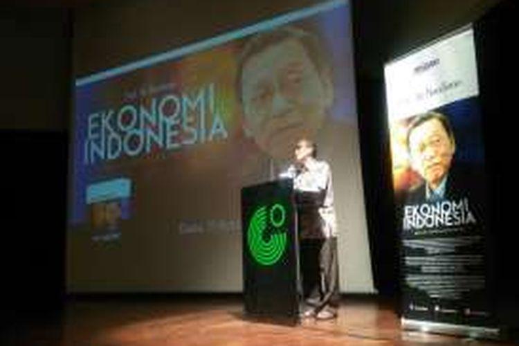 Ekonom Universitas Indonesia Faisal Basri memberikan testimoni dalam peluncuran buku cetakan II Ekonomi Indonesia Dalam Lintasan Sejarah karya Boediono, di Goethe-Institute Jakarta, Kamis (15/9/2016).