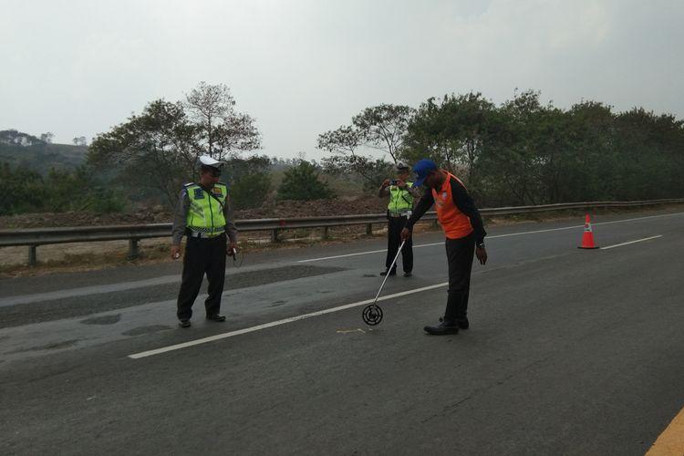 Polisi tengah melakukan olah TKP kecelakaan beruntun di kilometer 91  tol Purbaleunyi, Selasa (3/9/2019).
