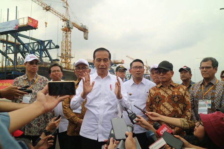 Jokowi meresmikan pembangunan Jalan Tol Jakarta-Cikampek II Elevated, di KM 38 Cikarang, Kamis (12/12/2019)