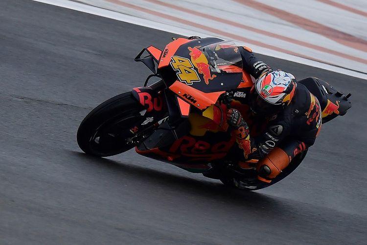 Pol Espargaro saat berlaga di MotoGP Eropa. (Photo by JOSE JORDAN / AFP)