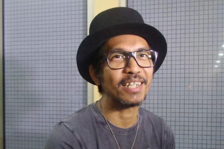 Ridho Slank diabadikan di gedung Kemendikbud, Jakarta Selatan, Senin (5/6/2017) sore.