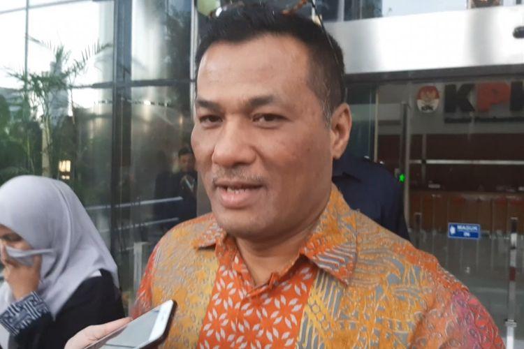 Mantan Direktur Operasional PT Pelindo II Dana Amin meninggalkan Gedung Merah Putih KPK usai diperiksa penyidik, Senin (17/2/2020).
