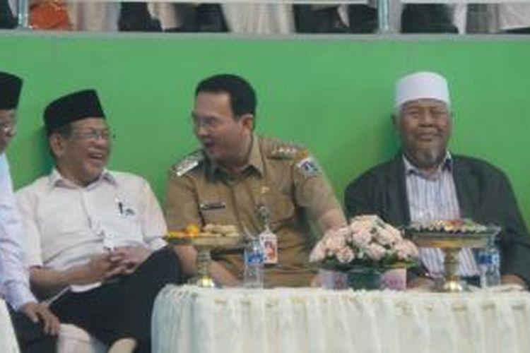 Gubernur DKI Jakarta Basuki Tjahaja Purnama (tengah), AM Fatwa (kiri) di GOR Ciracas, Jakarta Timur, Rabu (8/4/2015).