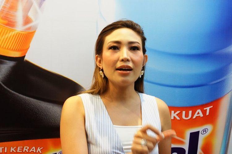 Pembawa acara Ayu Dewi saat ditemui di peringatan Hari Toilet Sedunia bersama Vixal di kawasan Gunawarman, Jakarta Selatan, Senin (18/11/2019).