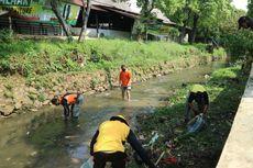 Antisipasi Banjir, Warga Bogor Bersih-bersih Aliran Sungai Ciliwung