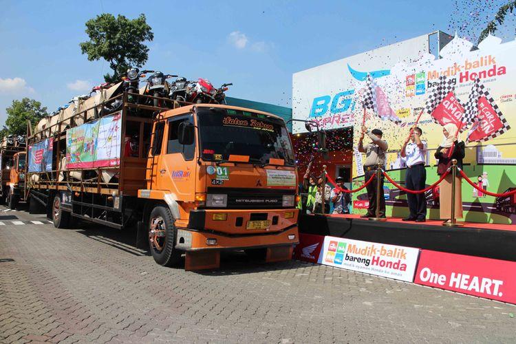Lebih dari 1.000 sepeda motor pemudik bareng Honda diberangkatkan ke tujuan Yogyakarta dan Semarang.