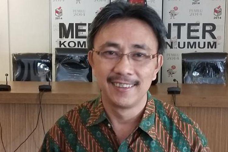 Koordinator Komite Pemilih Indonesia, Jeirry Sumampow, di Media Center KPU, Jakarta Pusat, Rabu (24/6/2015).