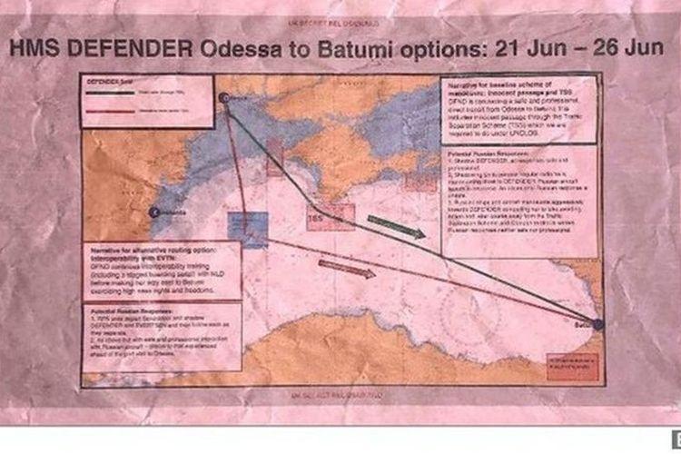 Beberapa lembar presentasi yang disiapkan PJHQ memperlihatkan dua opsi rute HMS Defender dekat dengan ujang barat daya Krimea.