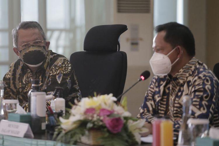 Menteri Dalam Negeri (Mendagri) Tito Karnavian saat meninjau penanganan Covid-19 serta pelaksanaan Pemberlakukan Pembatasan Kegiatan Masyarakat (PPKM) Kota Tangsel lalu memaparkannya di Pusat Pemerintahan Kota (Puspemkot) Tangsel, Ciputat, Selasa (27/7/2021).