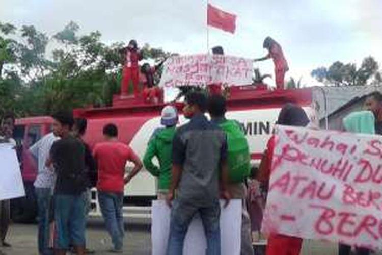 Gaji Dipotong, 6 Karyawan Blokade SPBU