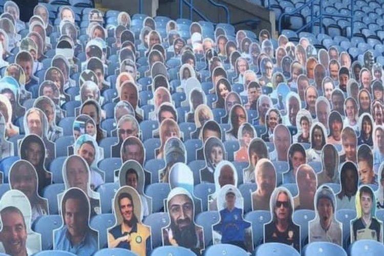 Foto Osama bin Laden (depan, empat dari kiri) terpampang di tribun Leeds United dalam bentuk potongan kardus.