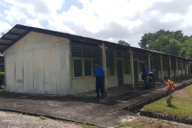 Rumah Sakit yang akan dibangun di eks Camp Vietnam nantinya akan ada 50 kamar isolasi dan akan dijadikan sebagai lokasi obaervasi untuk warga Indoneasia yang diduga terinveksi virus yang pertama kali ditemukan di China.