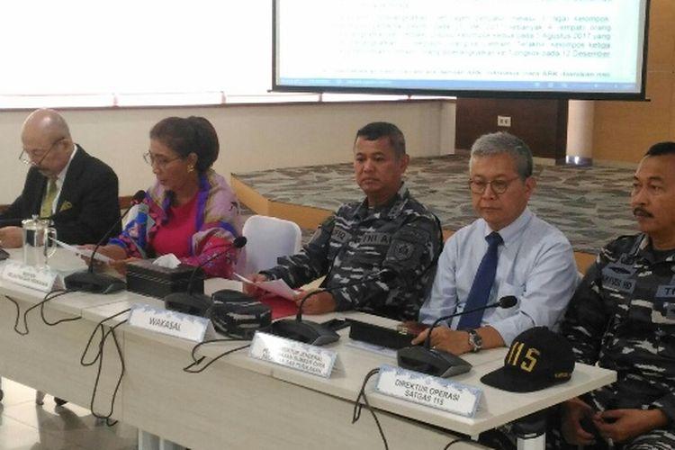 Menteri Kelautan dan Perikanan Susi Pudjiastuti saat konferensi pers terkait dugaan perdagangan orang di dalam kapal STS-50, Rabu (18/4/2018).